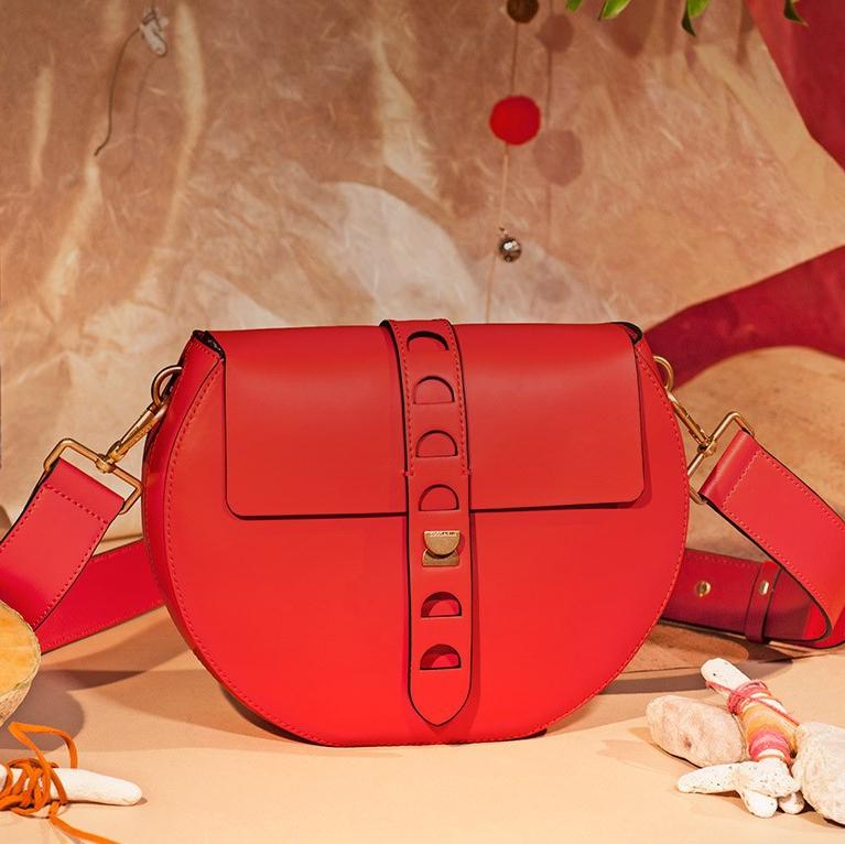 Уникальная сумочка в бохо-стиле: cross-body Coccinelle Carousel