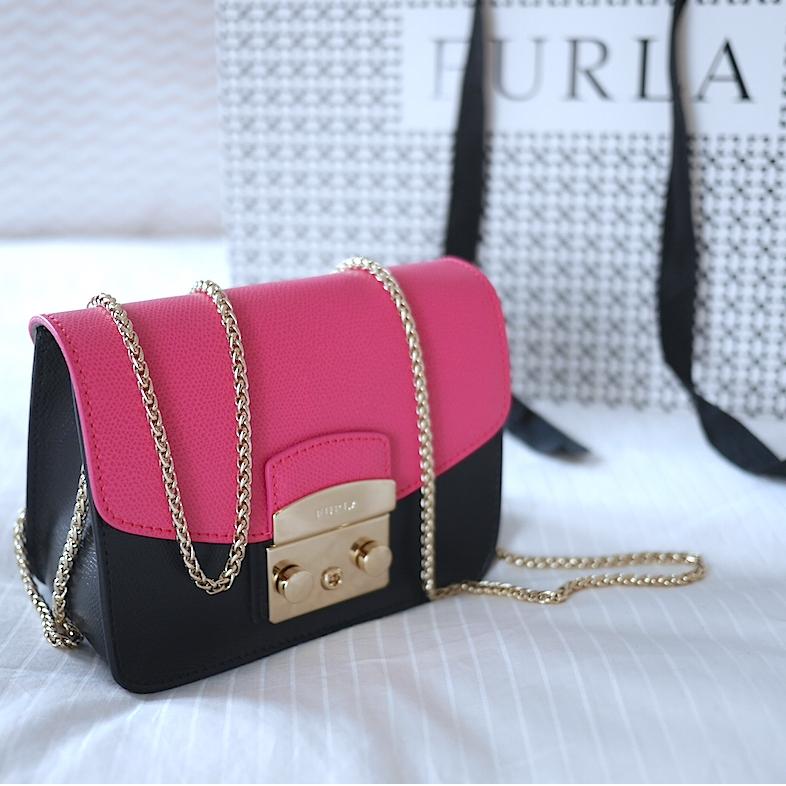 Ассортимент брендовых женских сумок в Accetto