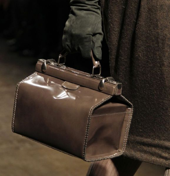 Особенности ухода и выбора лакированных сумок