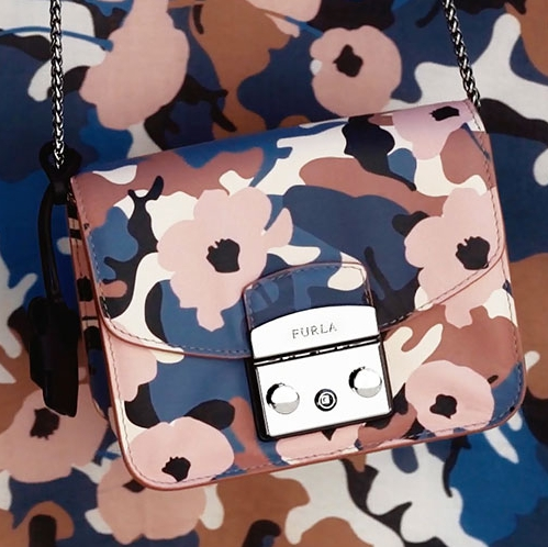Новинка в коллекции Furla Metropolis: комбинация камуфляжа и цветочного принта