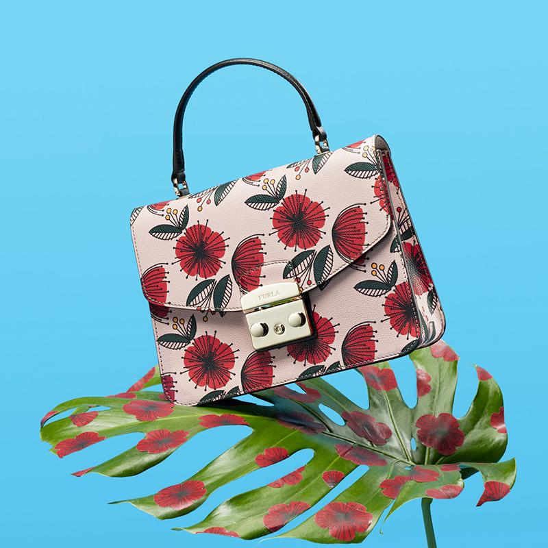 Тропические принты коллекции сумок Furla Pre-Fall 2017