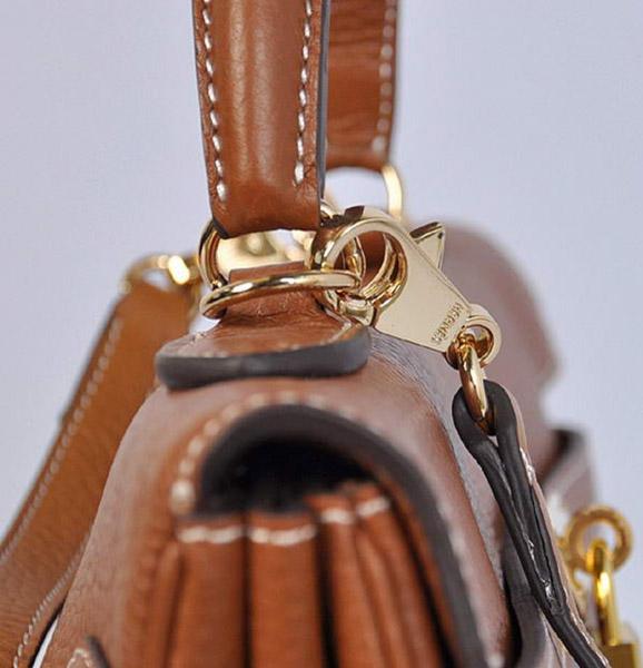 Фурнитура и декор брендовых сумок: качество в каждой детали
